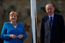 Turkey's Erdogan bids farewell to Merkel after 16 anos