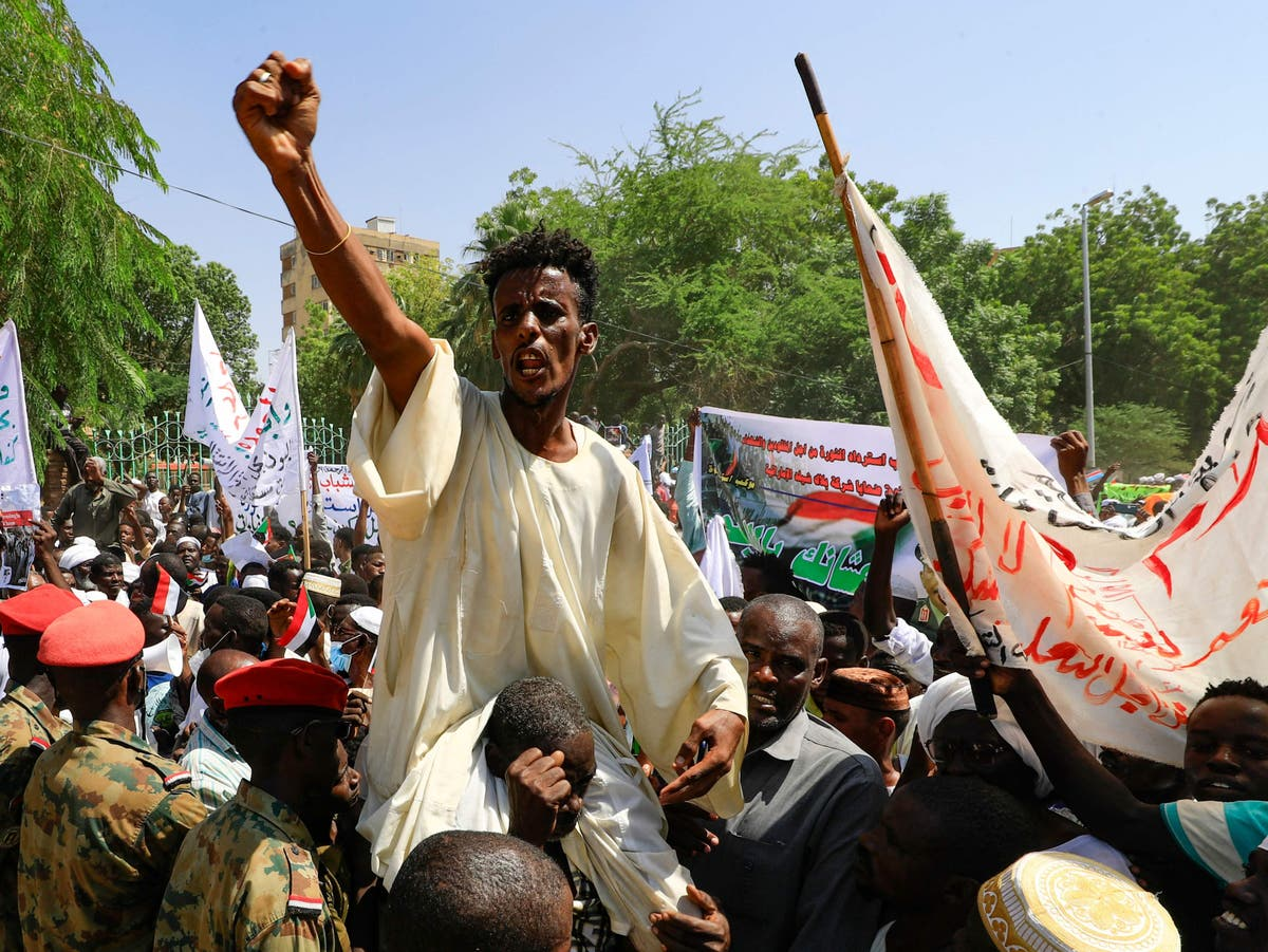Pro-army demonstrators call for military rule in Sudan as political tensions rise
