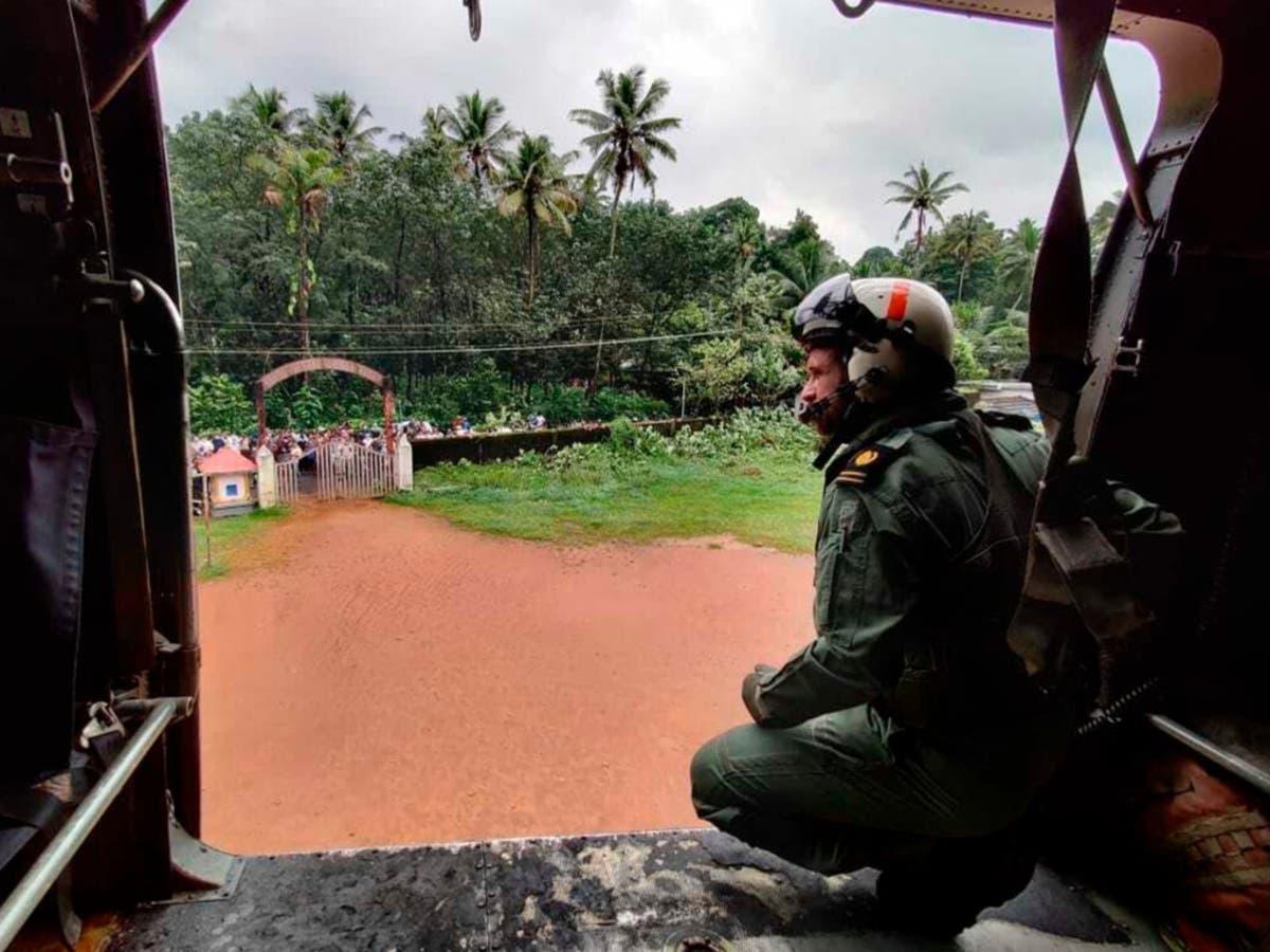 インドで鉄砲水が発生した後、少なくとも8人が死亡、12人が行方不明