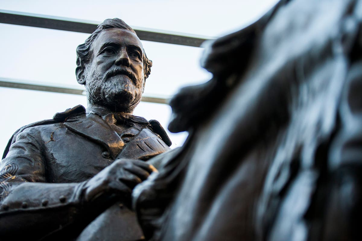 Removed Robert E. Lee statue now on display at Texas resort