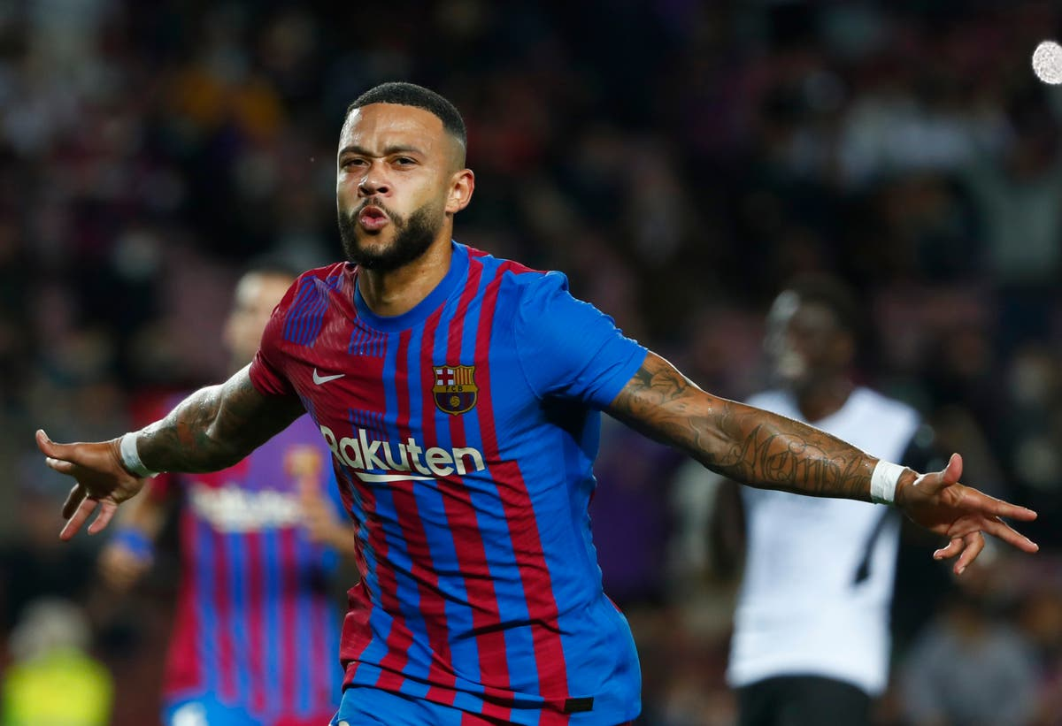 Barcelona hit back to beat Valencia and ease pressure on Ronald Koeman