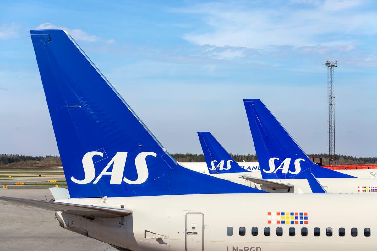 Four Scandinavian airlines scrap mask rule on regional flights