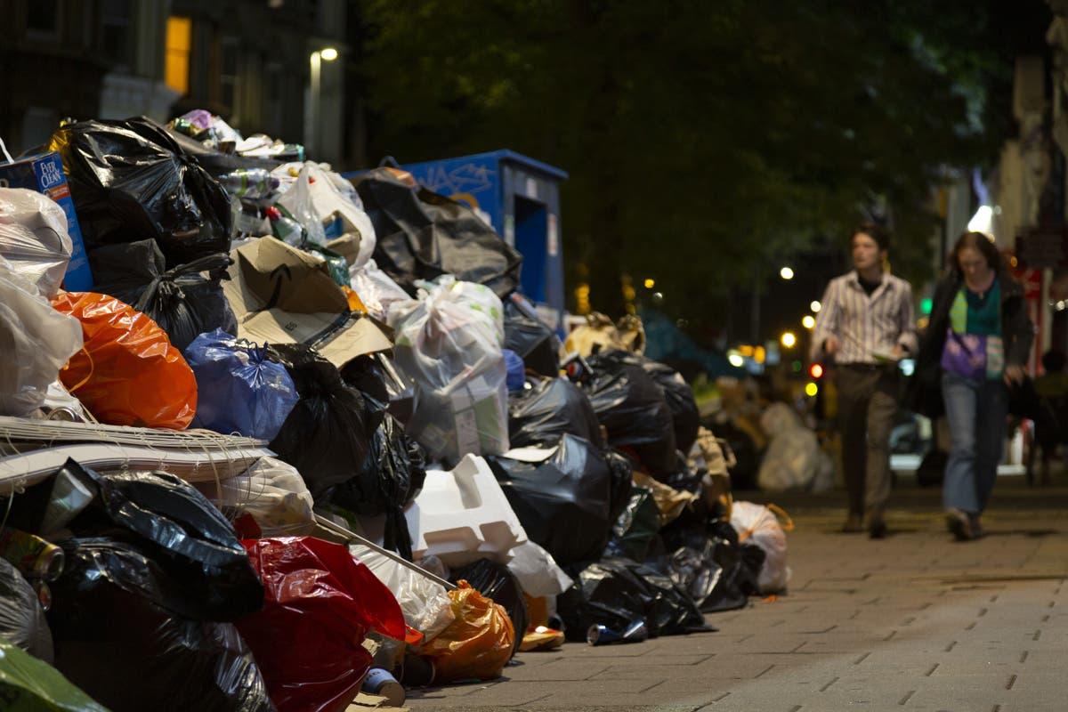 Refuse collection drivers accept deal to end Brighton bin strike