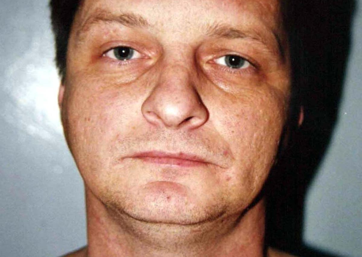 Sock links Dai Morris to scene of 1999 Clydach murders, sier politiet