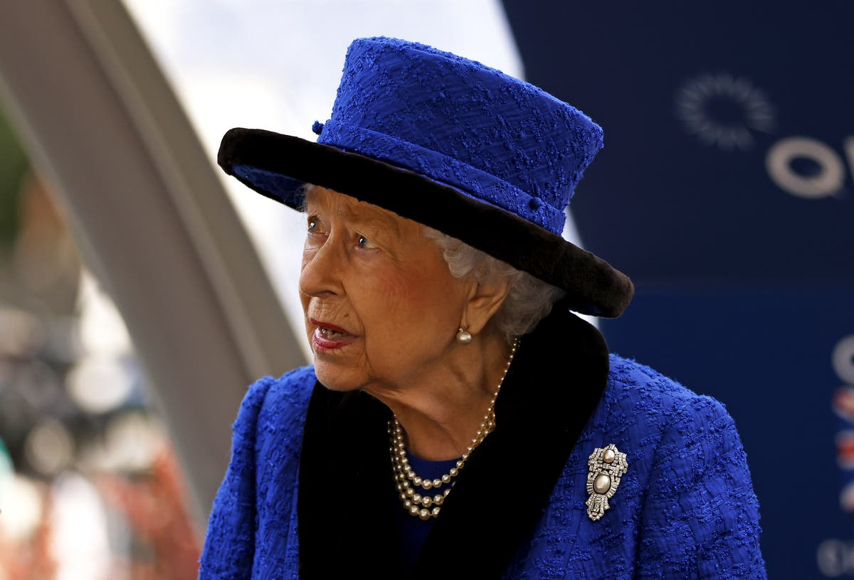 Queen and senior royals to host business leaders at Windsor Castle