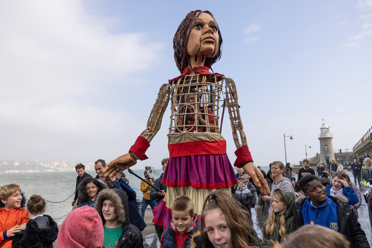 Giant puppet of Syrian child arrives on Kent coast