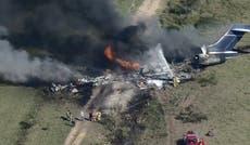 飛行機の運搬 21 人々はヒューストンの外のフィールドに激突します