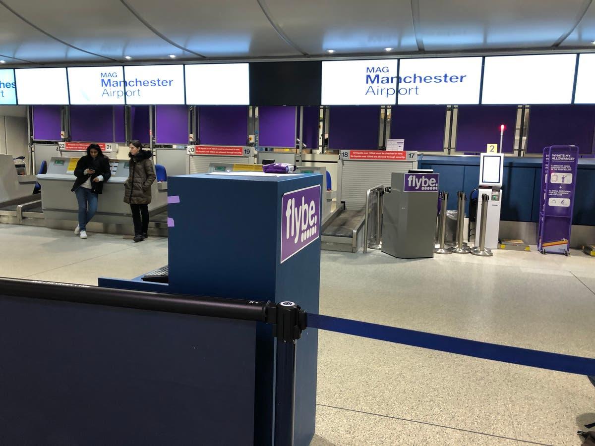 「疑わしい荷物」の報告を受けてマンチェスター空港ターミナルが避難