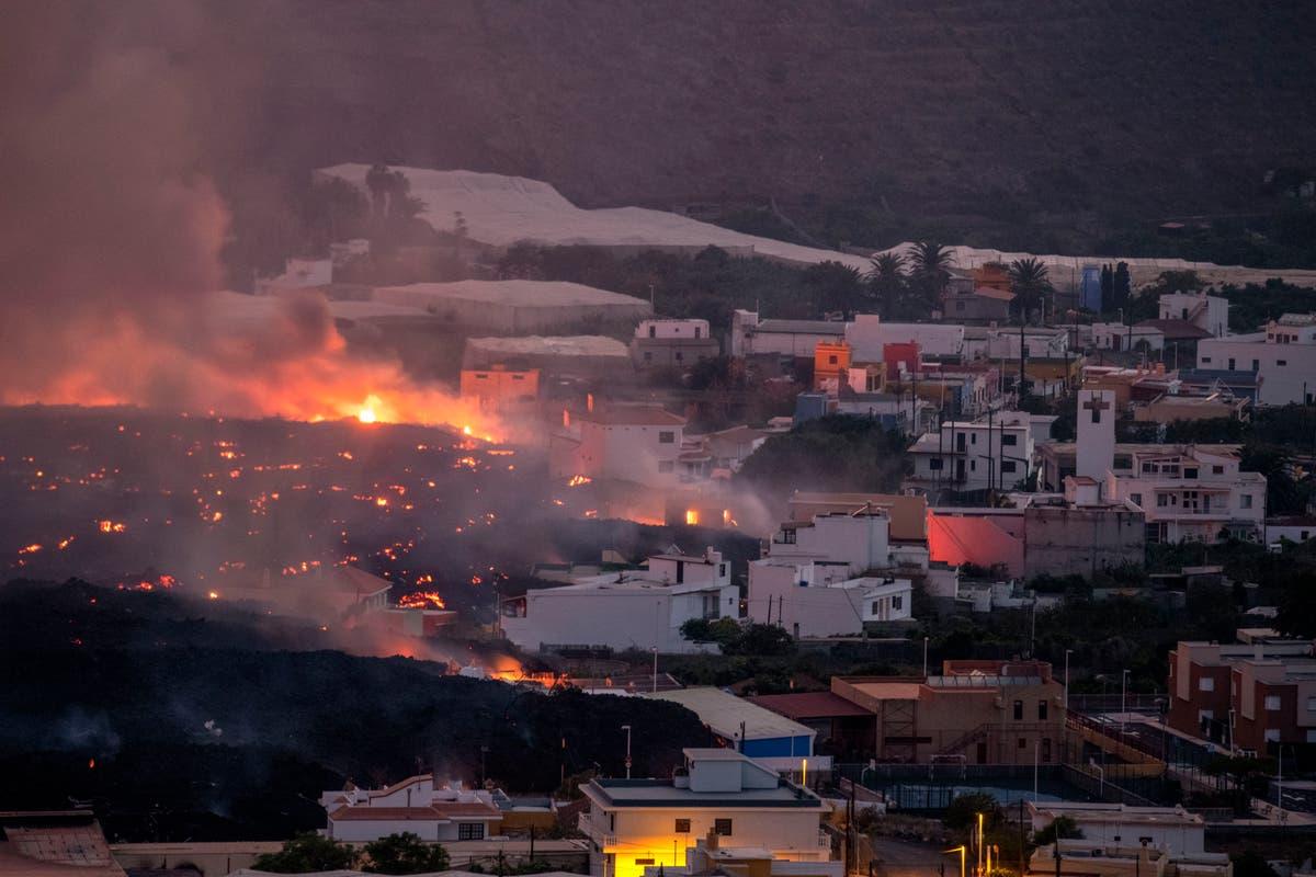 パーム: Hundreds more evacuate to flee volcano lava