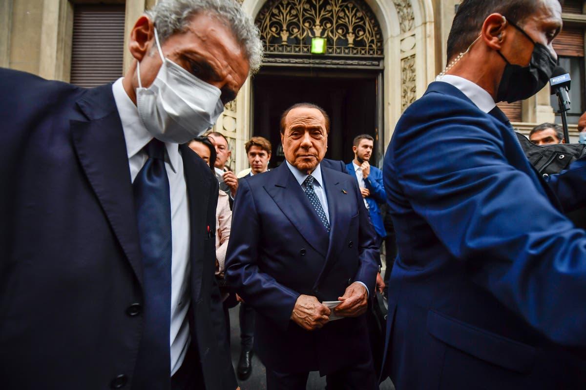 弁護士: Berlusconi is acquitted in Italy corruption trial