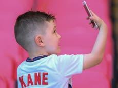 Parents think children should get first phone aged 11, studiefunn