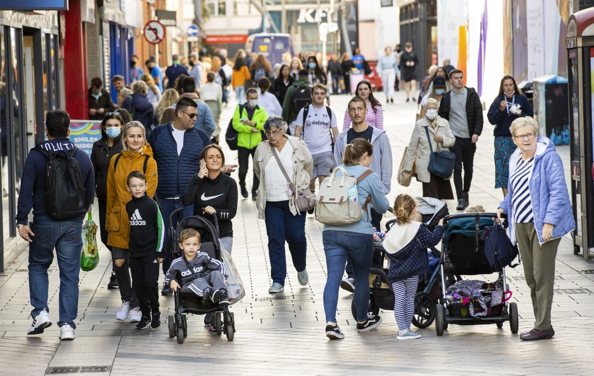 Consumer confidence drops for third month in a row