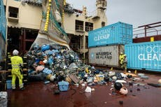 Plus que 31 tonnes of trash removed from giant plastic waste hub off California