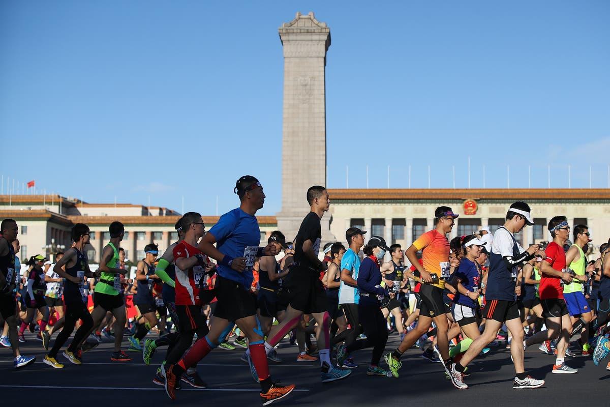 中国は、北京マラソンがコビッドの急上昇の中で「さらに通知があるまで」延期されたと言います