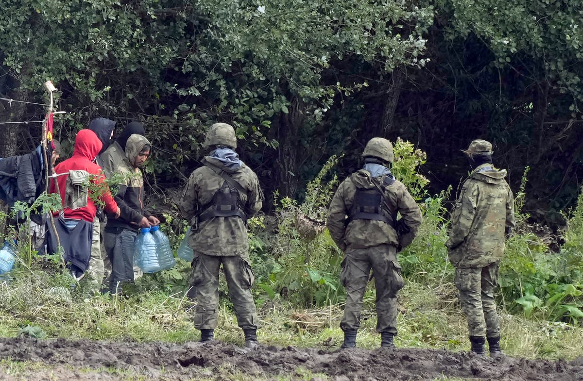 2 Polish troops hurt as migrants try forcing Belarus border