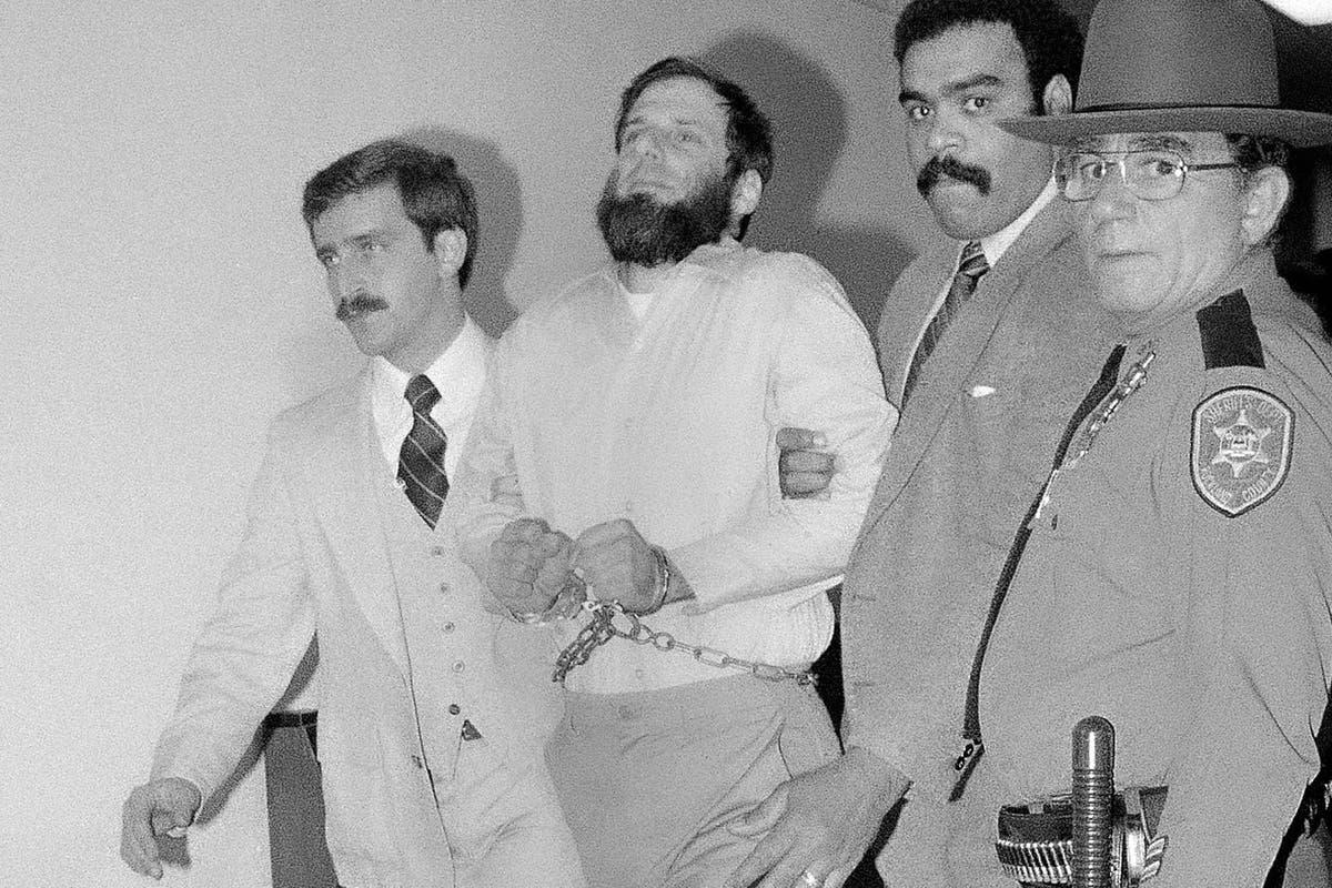 '70s radical David Gilbert granted parole in Brink's robbery