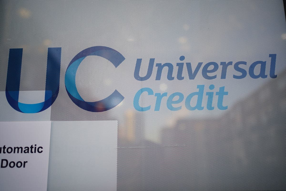 Universal credit claimants to gain £1,000 a year as 'taper rate' cut by 8%