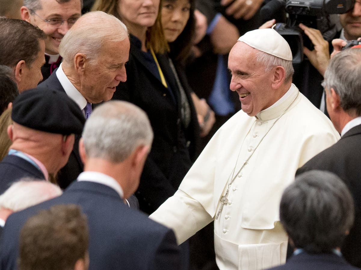 Vatican mysteriously cuts live broadcast of Biden's meeting with Pope