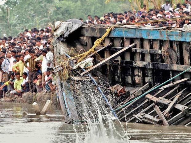 pg-32-ferry-disaster-ap.jpg