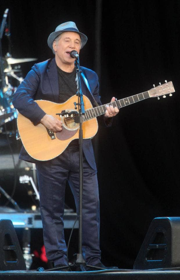 AN5998692Paul Simon plays a.jpg