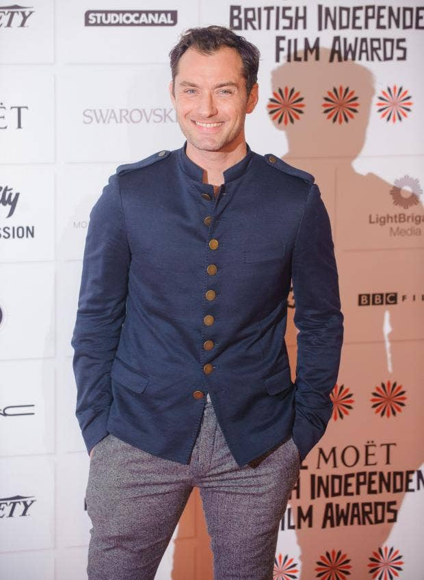 AN13180194Jude Law arriving.jpg