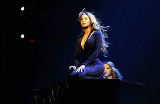 Beyonce-Mrs-Carter.jpg
