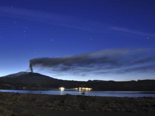 Chile-volcano-Copahue-AP.jpg