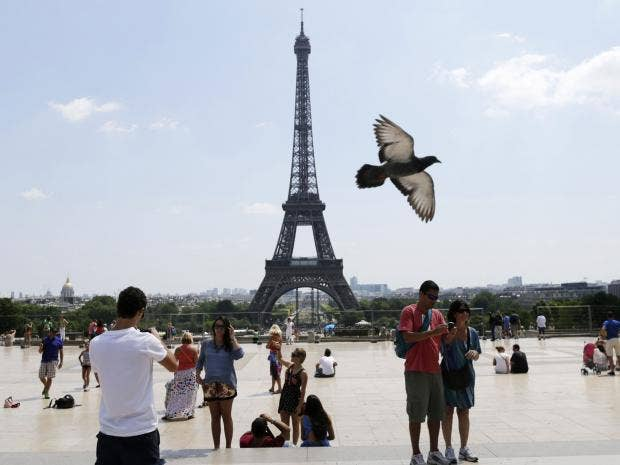 french-tourists-afpgt.jpg