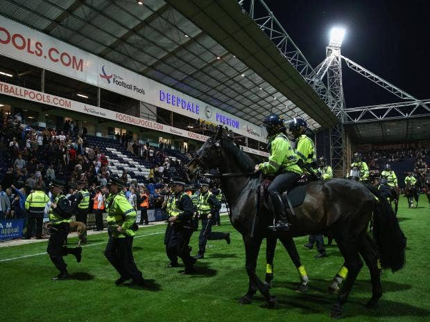 Police-on-foot-and-horse-tr.jpg