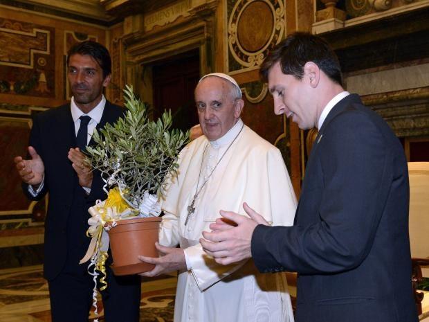 captioncomp_messi_pope.jpg