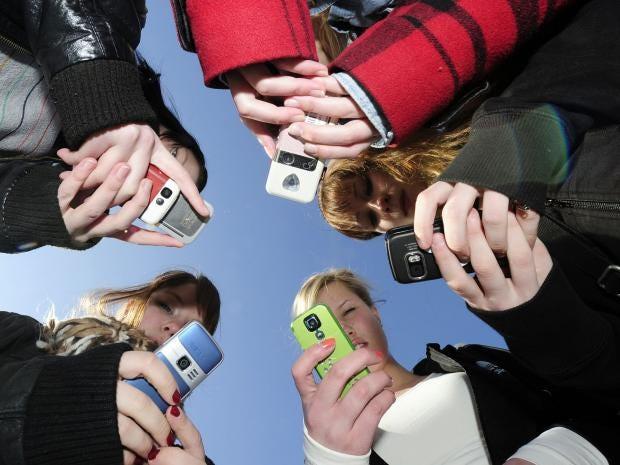 Teenagers_Phones.jpg