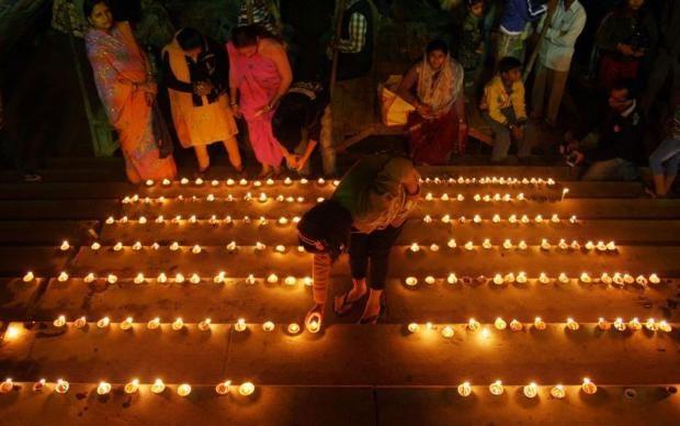 AN30715159Hindu-devotees-li.jpg