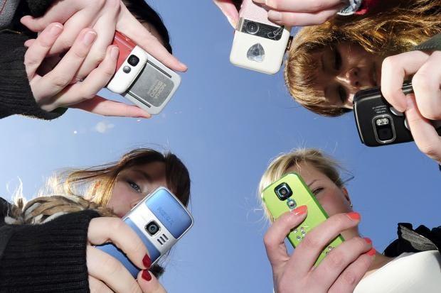 teenagers-mobiles.jpg