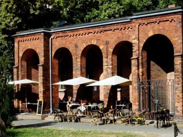 25-Cafe-Strauss.jpg
