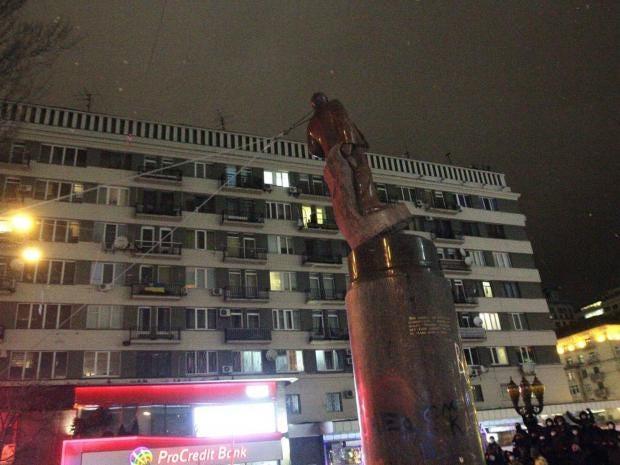 lenin-statue-kiev-ukraine.jpg