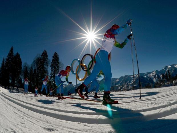 Volunteers-skiers-take-part.jpg