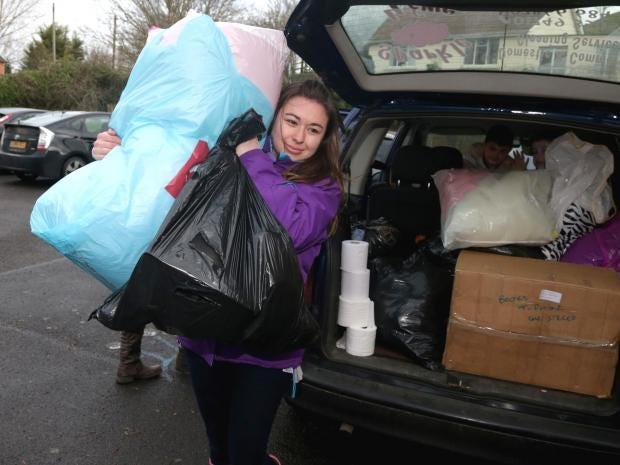 flood-volunteers.jpg