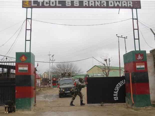 Kashmir-Indian-soldier-shoo.jpg