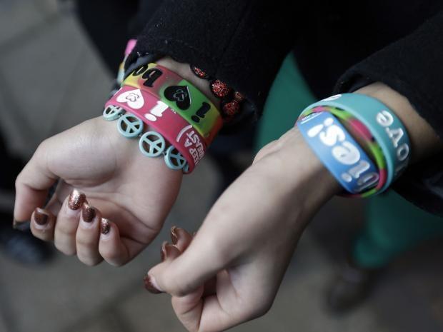 bracelet-ap.jpg