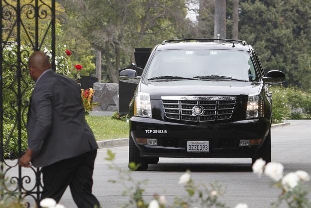 Lwren-funeral2-REUTERS.jpg