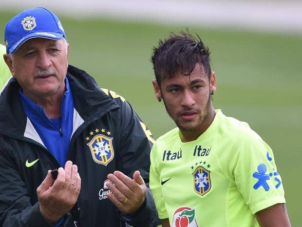 Head-coach-Luiz-Felipe-Scolari-(L)-gives-instructions-for-Neymar-during-a-training-session-of-the-Brazilian-national-football-team.jpg