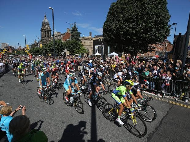 The-race-leaves-the-start-for-stage-one-of-the-2014-Tour-de-France-from-Leeds-to-Harrogate.jpg