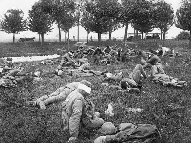 war-hotos.jpg