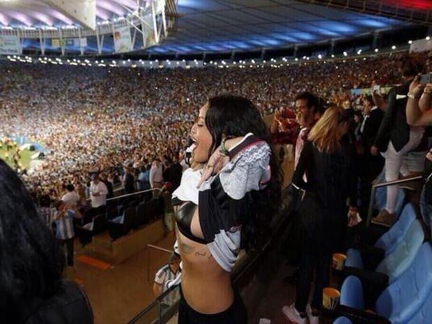 Rihanna-3.jpg