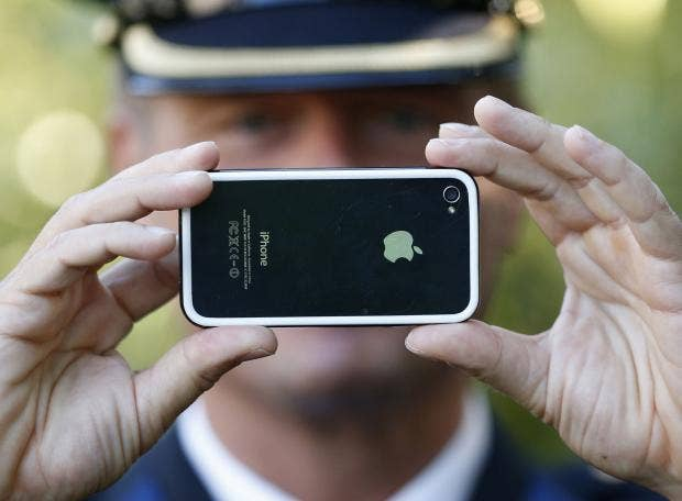 officer-holds-iphone.jpg