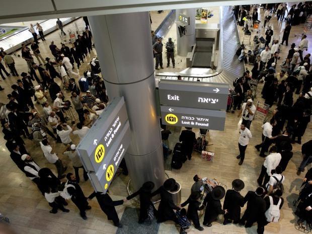 Ultra-Orthodox-Jews-airport.jpg