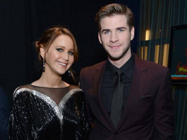 jennifer-lawrence-liam-hemsworth.jpg
