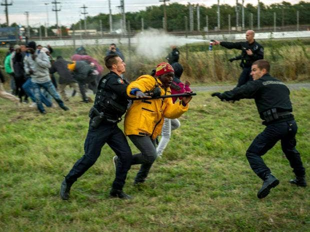 18-Calais-Migrant-AFP.jpg