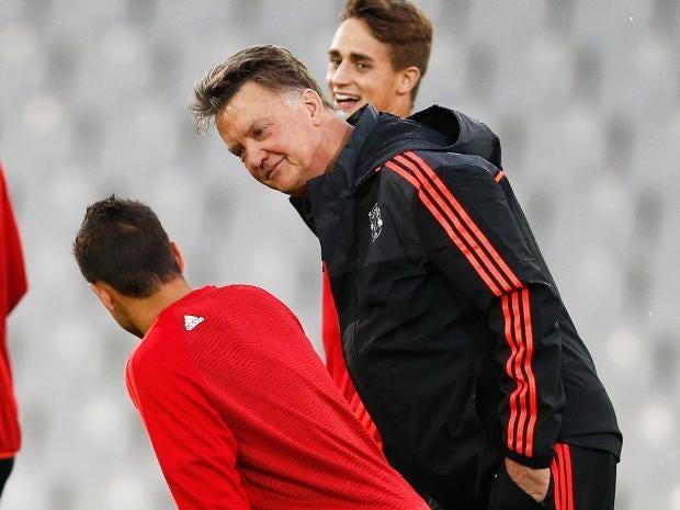 Javier-Hernandez-van-gaal.jpg