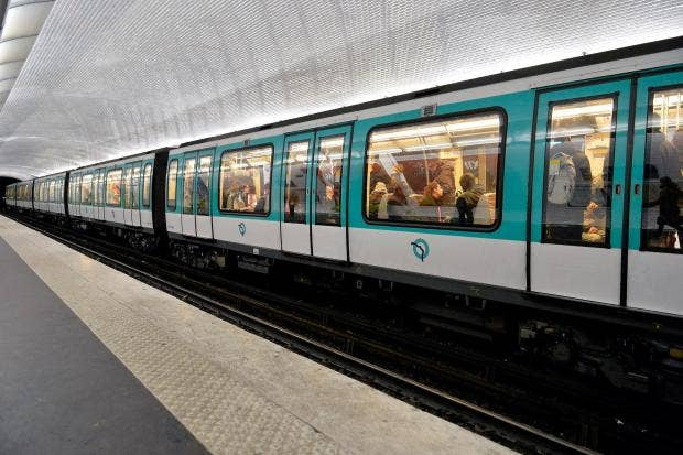 paris-metro-france-racist-chelsea-fan-february-2015.jpg